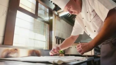 Cook at work in restaurant kitchen. — ストックビデオ