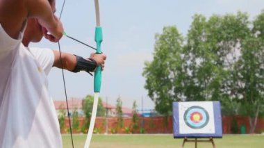 Man training at archery — Stock Video