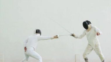 People practicing fencing duel — Stock Video