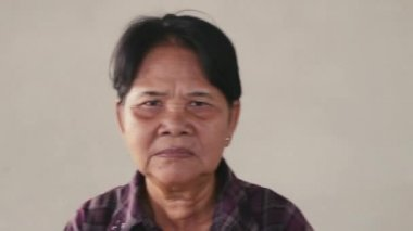 Upset old woman from Cambodia — Stock video