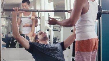 Trainer teaching customer with equipment. — Stock Video