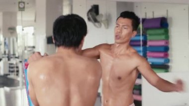 Personal trainer and athlete doing kick boxing — 图库视频影像