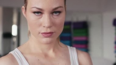 Woman doing boxing — Vídeo de Stock