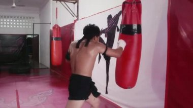Asian man training kickboxing in gym — Stock Video