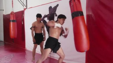 Teacher and student  training kickboxing in gym — Stock Video
