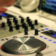Junger Mann am dj instrument — Stock Video