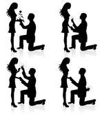 Siluetas de un hombre propone a una mujer mientras está parado sobre una rodilla. — Vector de stock