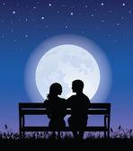 Siluetas de hombre y mujer sentada en un banco en la noche. en la luna llena de fondo y las estrellas. — Vector de stock