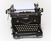 Alte typ schriftsteller auf weißem hintergrund — Stockfoto