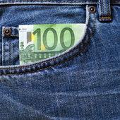 Nota de 100 euros no bolso da calça jeans — Fotografia Stock