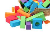Hračka hrad z barevných bloků izolovaných na bílém pozadí — Stock fotografie