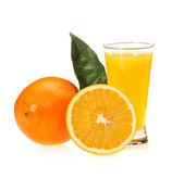 Jus d'orange in glas en oranje — Stockfoto