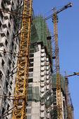 Kran och byggnaden byggarbetsplats — Stockfoto