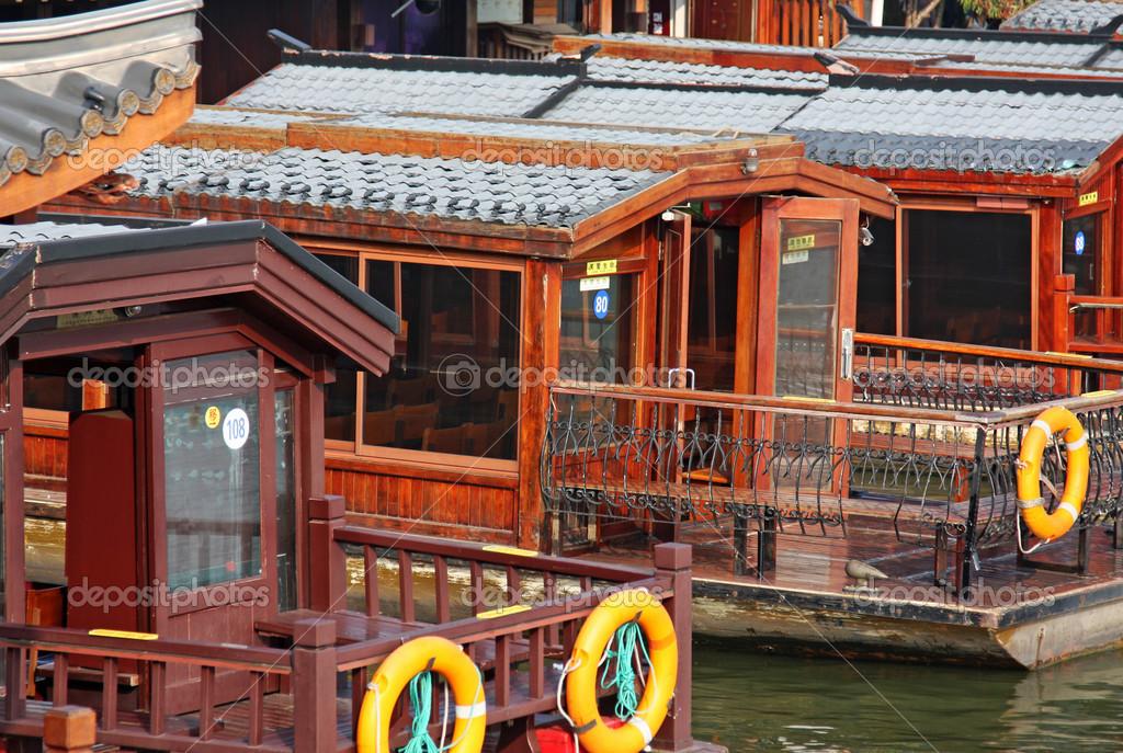 Barca casa in cina foto stock jianghongyan 32793819 for Piani di casa con vista sull acqua