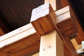 Balken van gelijmd gelamineerd hout — Stockfoto