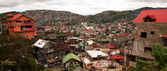 BAGUIO CITY, PHILIPPINES - JULY 19, 2013 - Thousands of houses pack a hillside on July 19, 2013 at Baguio City, Philippines. Severe overpopulation is a major problem in Baguio. — Stock Photo