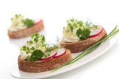 Spring appetizer with cream cheese, radish and chives — Stock Photo