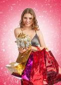 Mujer con regalos de navidad — Foto de Stock