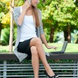 Business woman talking on a cell phone — Foto de Stock