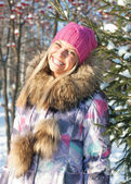 Winter woman in park — Stock Photo
