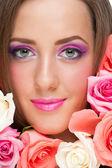 Femme avec beau maquillage — Photo