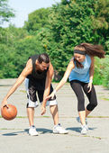 Young couple playing basketball — Stock Photo