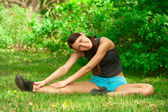 Vrouw doen stretching oefening — Stockfoto