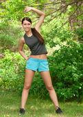 Kobieta robi ćwiczenia sportowe — Zdjęcie stockowe