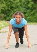спортивная(ый) женщина в исходное положение — Стоковое фото