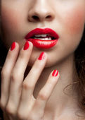 Close-up van vrouw rode lippen — Stockfoto