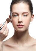 Aplicar maquiagem — Fotografia Stock