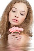 Güzel bir kadın çiçek — Stok fotoğraf