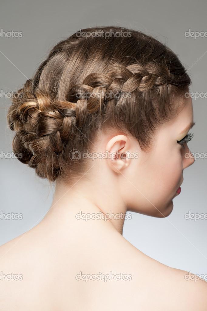 Женственная прическа из кос