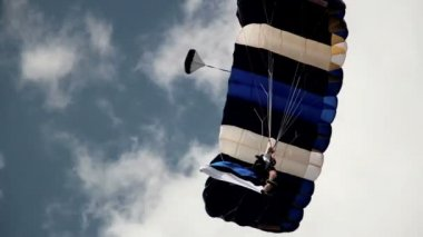 Guy on parachute — Stock Video