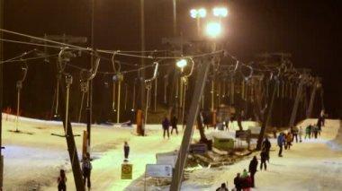 Tourists are enjoying the ski resort — Stock Video