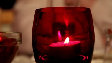 A candlelight inside a red glass — Vídeo Stock
