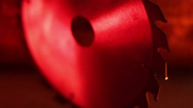 Front view of a saw blade under red-lighted room — Stock Video