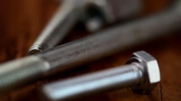 Pernos y tuercas con tornillos — Vídeo de stock