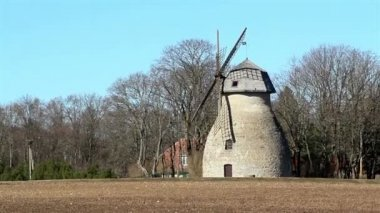 An old windmill — Stock Video