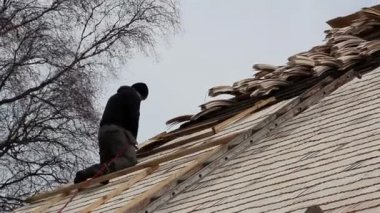 A roofer nailing some wooden shingles — Stock Video