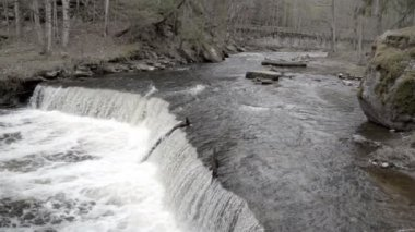 The rushing of water on the river — Video Stock