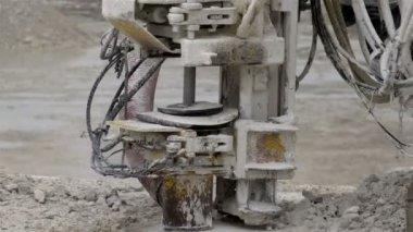 A rock driller machine — Stock Video