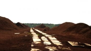 Lots of red peat heaps — Stok video