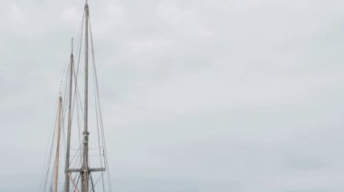 Ship on dock on the harbour FS700 Odyssey 7Q — Stock Video