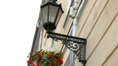 A medieval street lamp and a hanging plant at Estonia GH4 — Stock Video