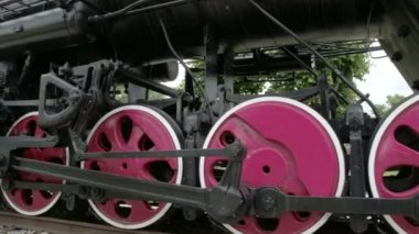 Le parti delle ruote della locomotiva ferroviaria fs700 Odissea 7q — Video Stock