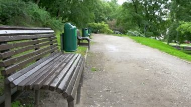 The green bench from Toome hill park   GH4 — Stockvideo