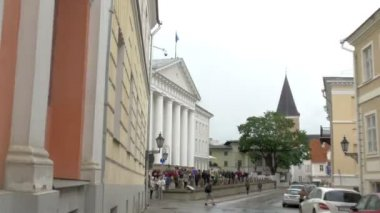 The white university building of Tartu University  GH4 — Vídeo Stock