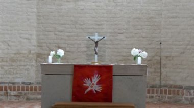 Closer look of the altar in the church in Estonia GH4 — Stock Video