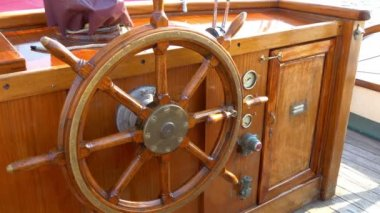 The stirring wheel of the old viking or galleon ship GH4 4K UHD — Stock Video